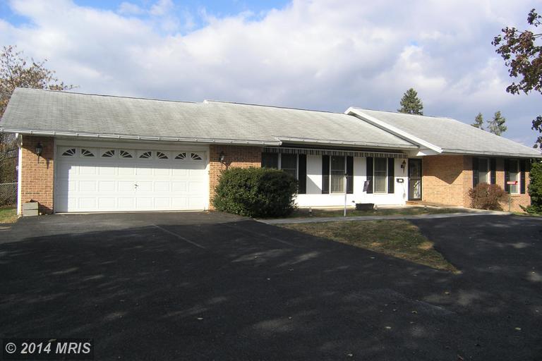 348 Strickler Ave, Waynesboro, PA 17268
