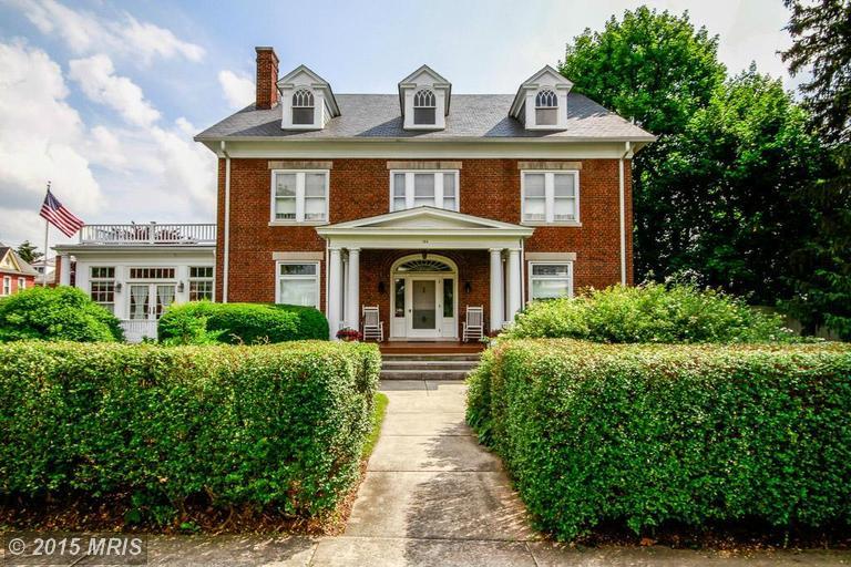 144 W King St, Waynesboro, PA 17268