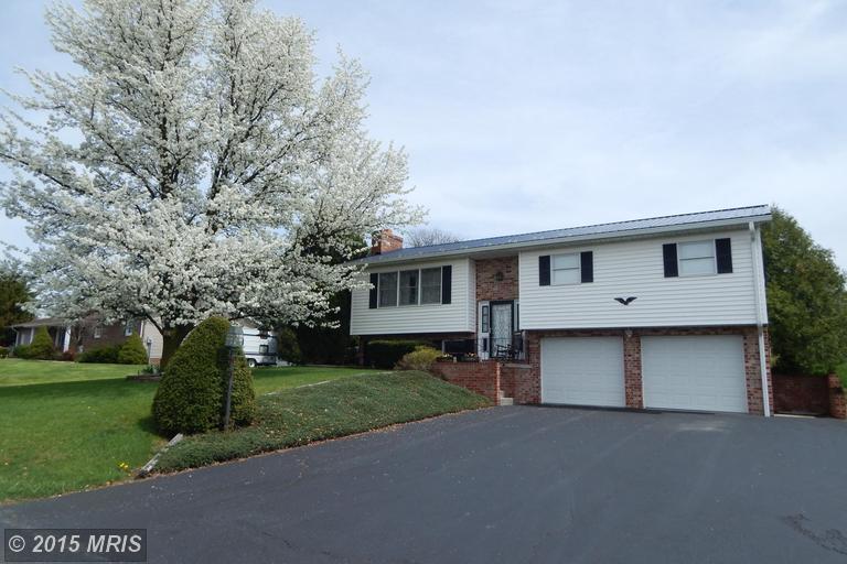 1276 Hollywell Ave, Chambersburg, PA 17201