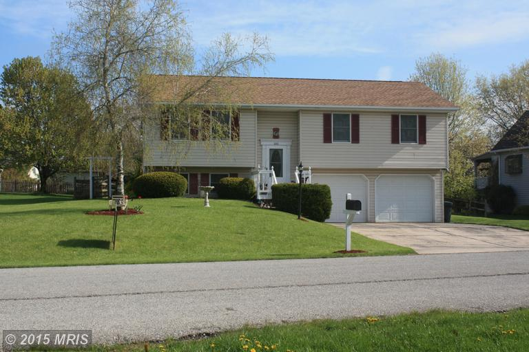 686 Aspen Ln, Chambersburg, PA 17202