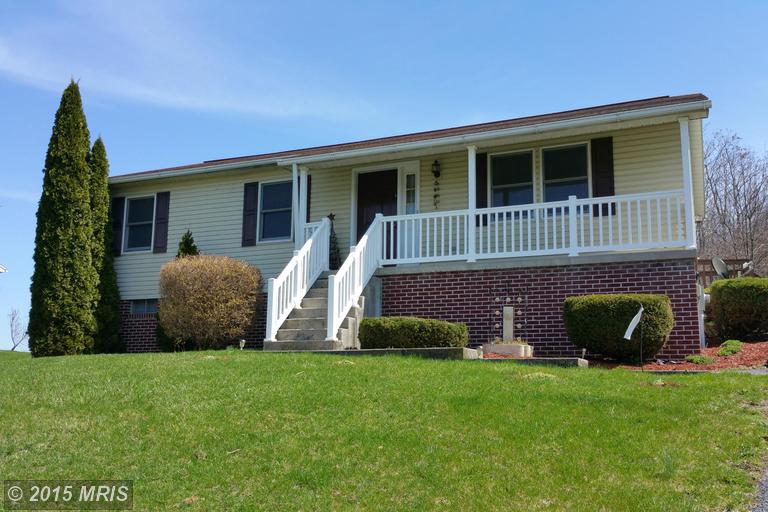 1590 Meadow Green Ln, Chambersburg, PA 17202
