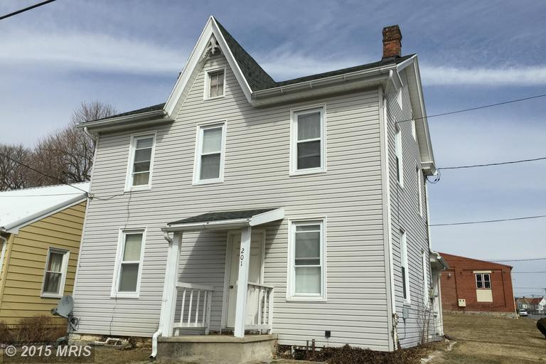 201 W 5th St, Waynesboro, PA 17268