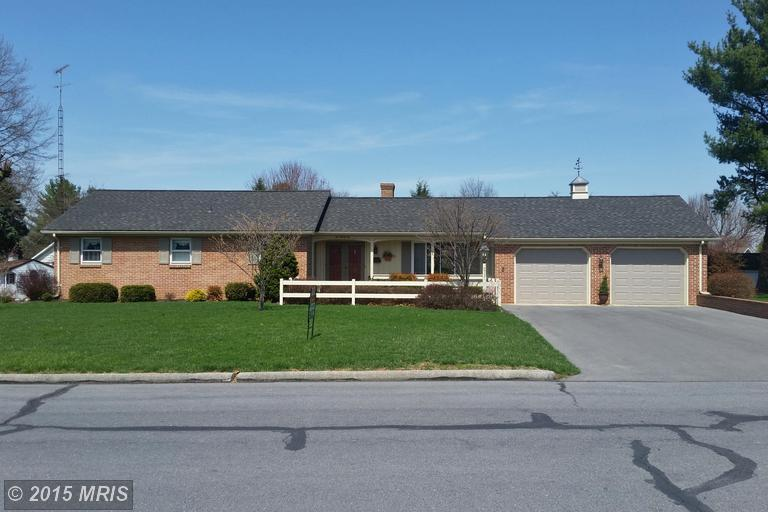 232 Moss Spring Ave, Greencastle, PA 17225