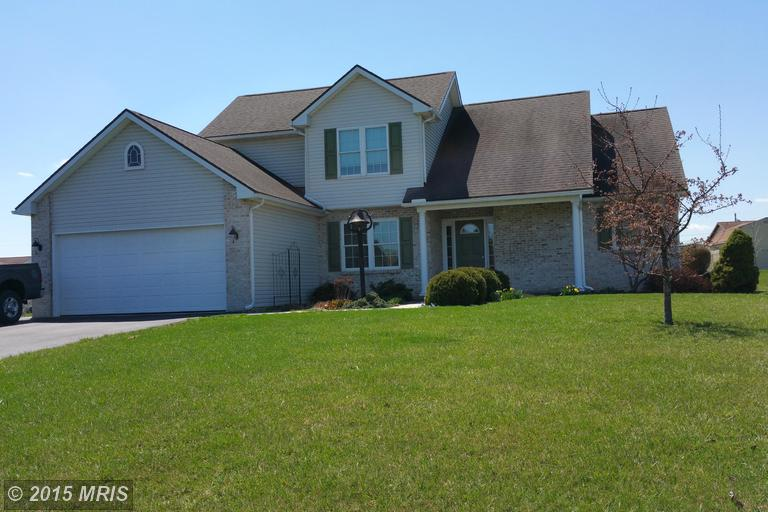 945 Blueberry Ln, Chambersburg, PA 17202