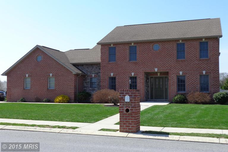 240 Woodvale Dr, Chambersburg, PA 17201