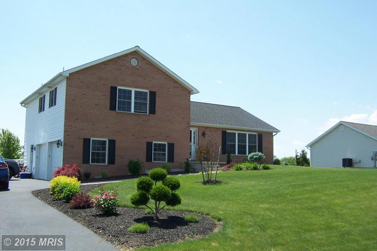 702 Rutherford Dr, Greencastle, PA 17225