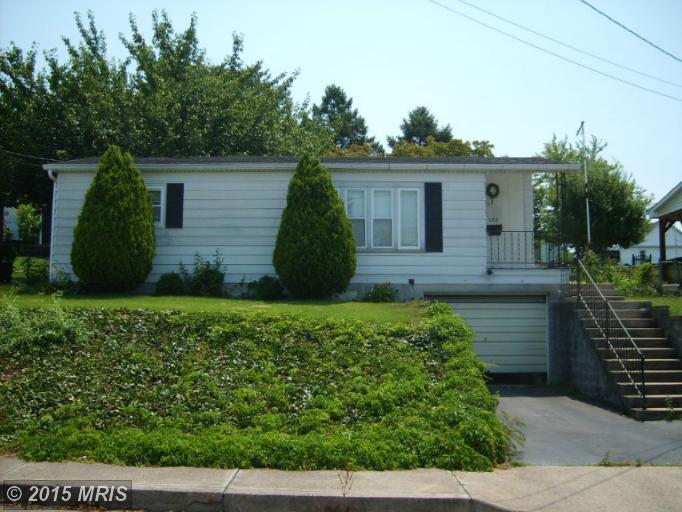 555 Maple St, Waynesboro, PA 17268