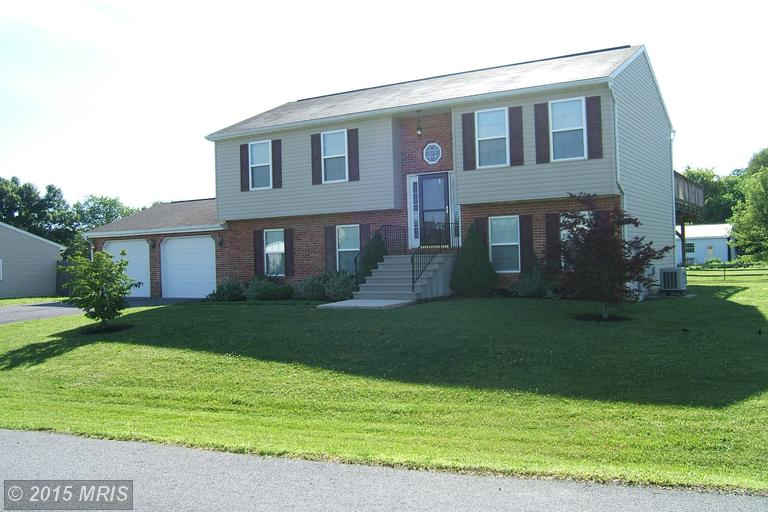 15280 Cobble Dr, Greencastle, PA 17225