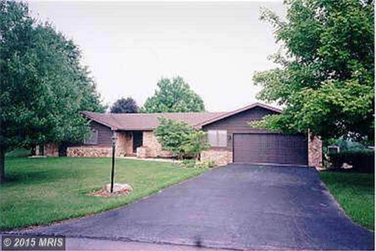 450 Larkspur Ln, Chambersburg, PA 17202