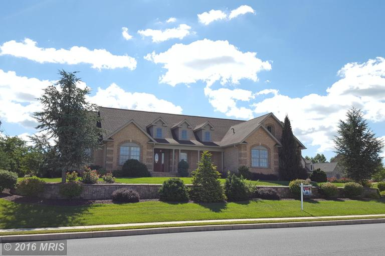 61 Carowinds Dr, Greencastle, PA 17225