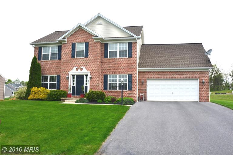 443 Castleton Dr, Chambersburg, PA 17202