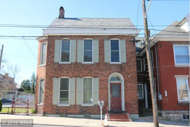 156 E Queen St, Chambersburg, PA 17201