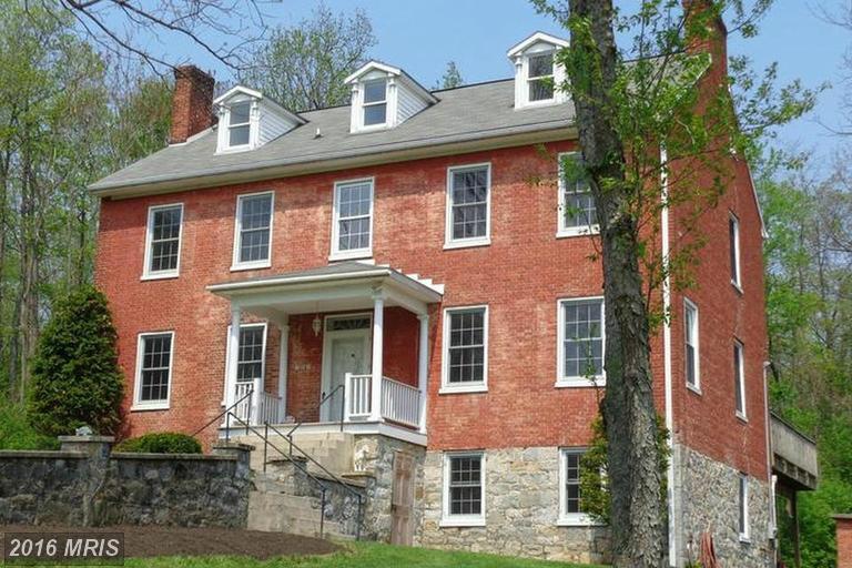 587 Woodstock Rd, Fayetteville, PA 17222