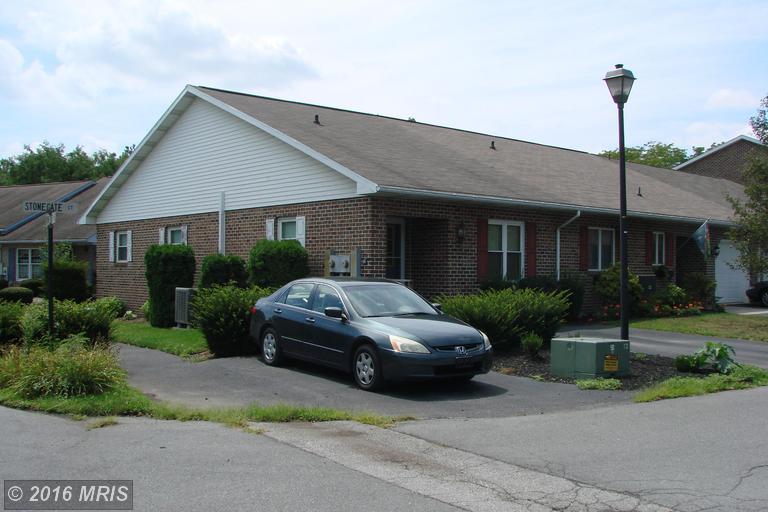 370 Stonegate Ct, Chambersburg, PA 17201