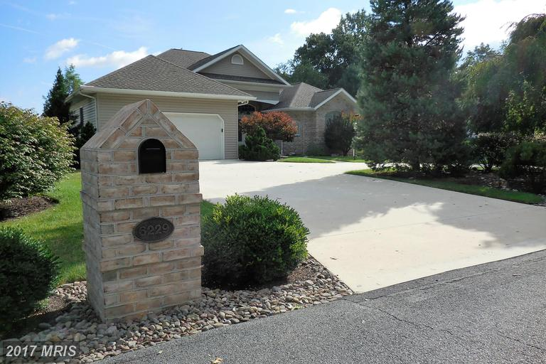 6229 Greenbriar Ter, Fayetteville, PA 17222