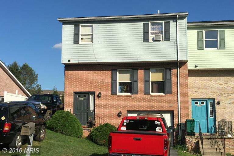 1444 Hollywell Ave, Chambersburg, PA 17201