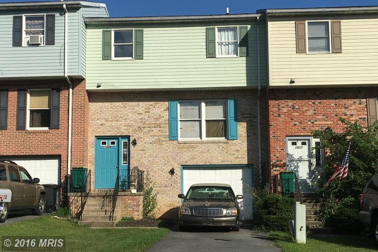 1448 Hollywell Ave, Chambersburg, PA 17201