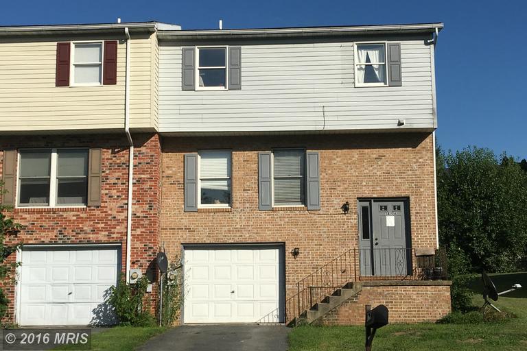 1456 Hollywell Ave, Chambersburg, PA 17201