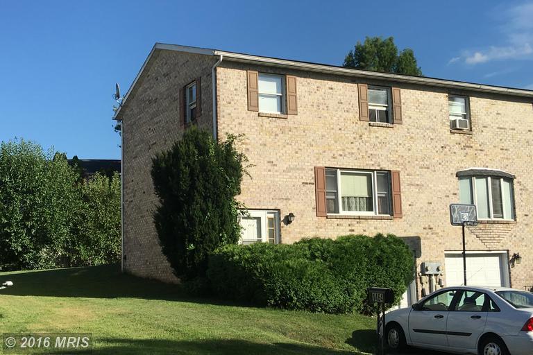 1464 Hollywell Ave, Chambersburg, PA 17201