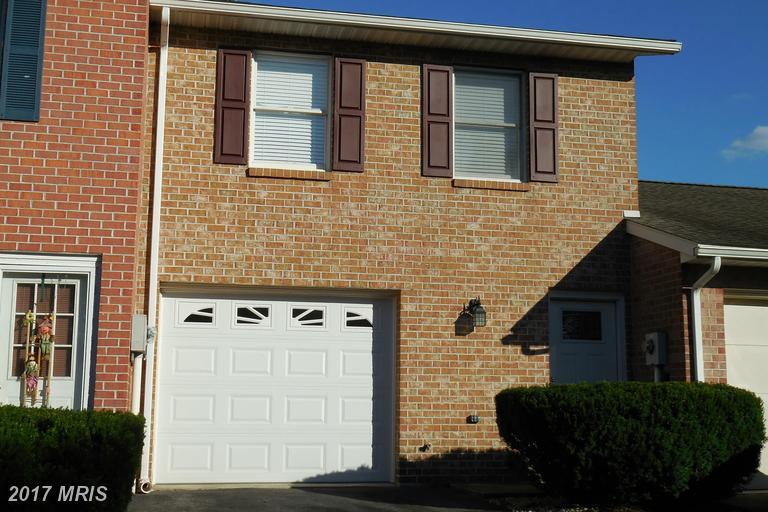 1436 Hollywell Ave, Chambersburg, PA 17201