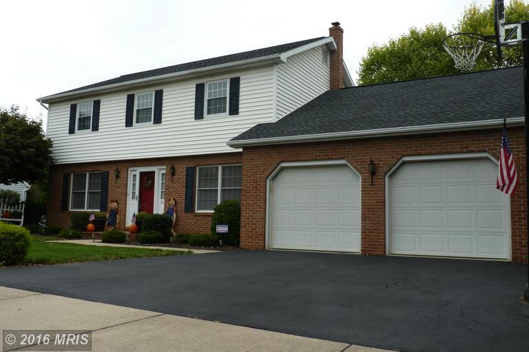 851 Rosewood Ct, Chambersburg, PA 17201