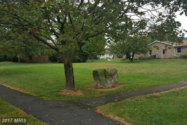 Stonegate Cir N, Chambersburg, PA 17201