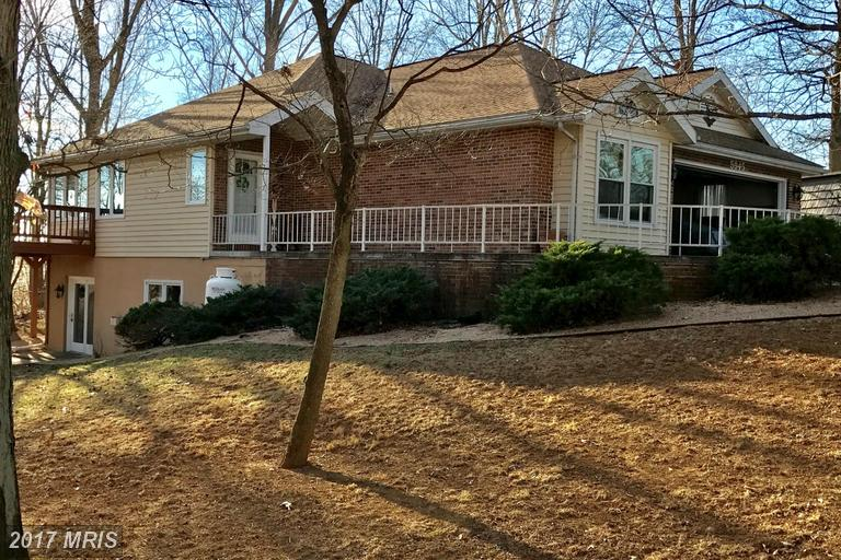 5945 Greenbriar Ter, Fayetteville, PA 17222