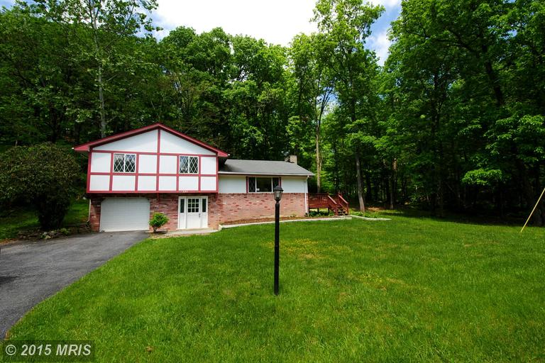 622 Lakeview Dr, Cross Junction, VA 22625