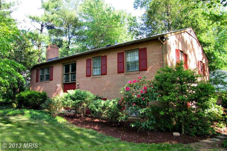 6705 Beacon Ln, Falls Church, VA 22043