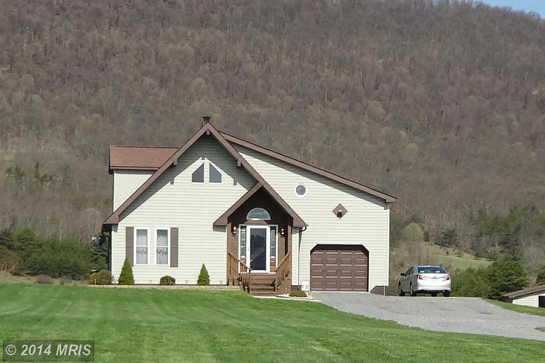 155 Twin Oaks Dr, Maysville, WV 26833