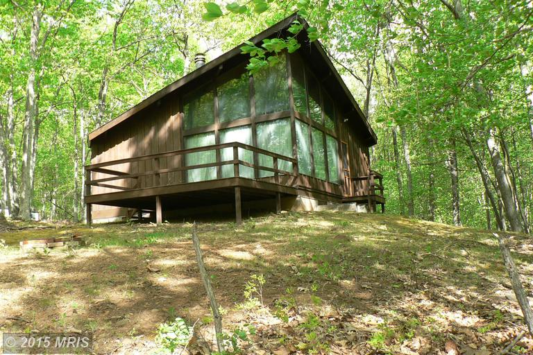 21.7 acres Cabins, WV