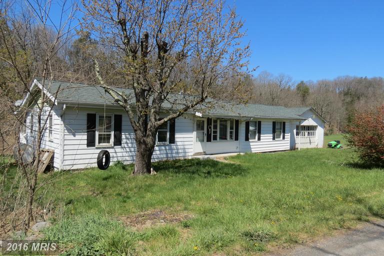 375 Possum Hollow Rd, Maysville, WV 26833