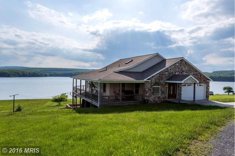 77 Mountain Lake Dr, Mount Storm, WV 26739