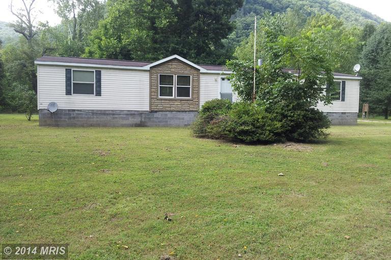 211 Twin Bridge Dr, Moorefield, WV 26836