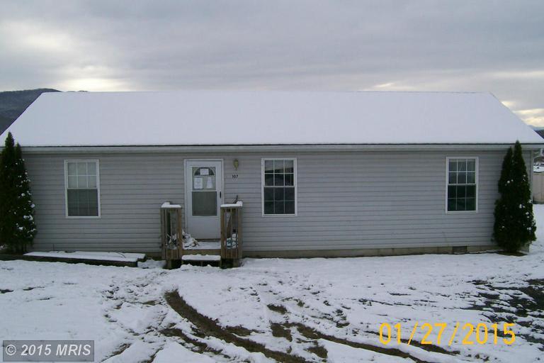 107 2nd St, Moorefield, WV 26836