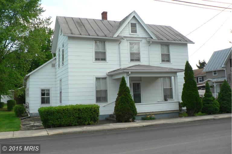 221 Washington St, Moorefield, WV 26836