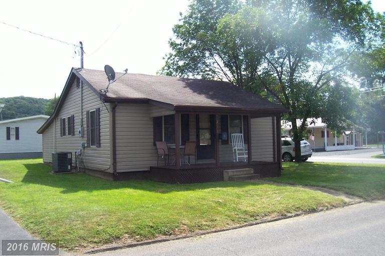 236 S Elm St, Moorefield, WV 26836