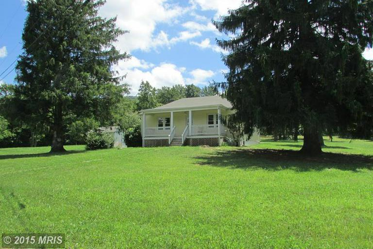 25 Back Country Rd, Paw Paw, WV 25434