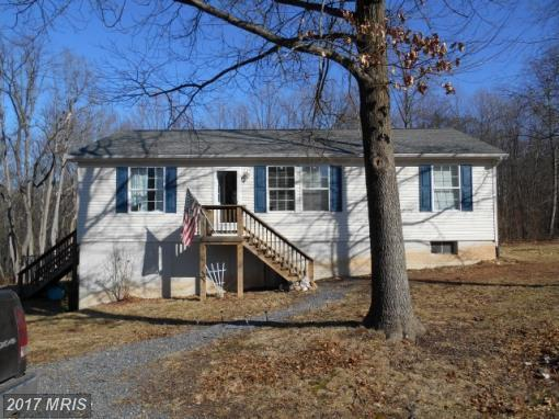 8 Place Dr, Paw Paw, WV 25434