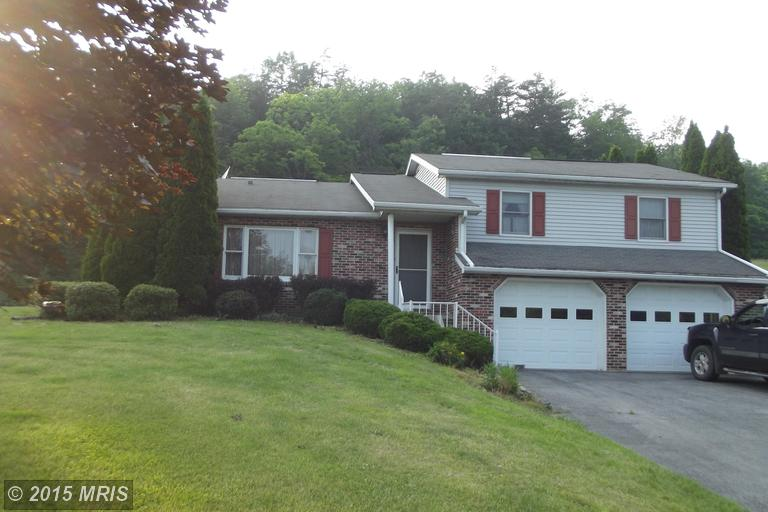 19882 Earnhardt Dr, Three Springs, PA 17264