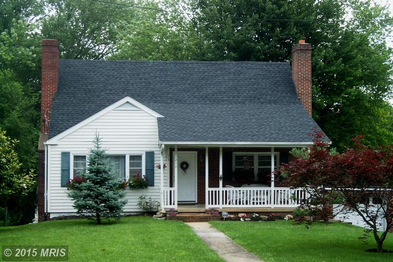 210 Jefferson Ave, Charles Town, WV 25414