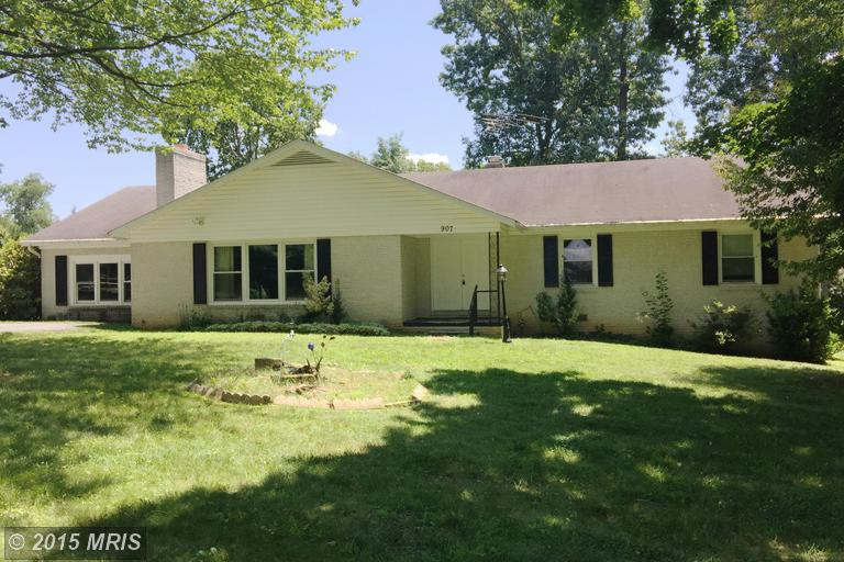 907 Tuscawilla Dr, Charles Town, WV 25414