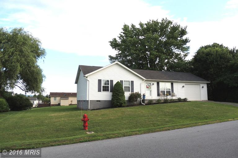42 Fulton Ave, Charles Town, WV 25414