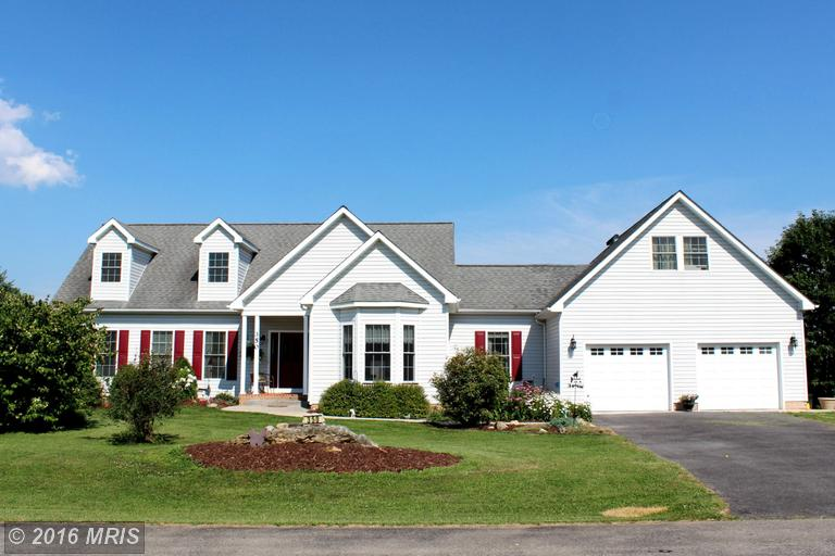 350 Grouse Knoll Ln, Summit Point, WV 25446