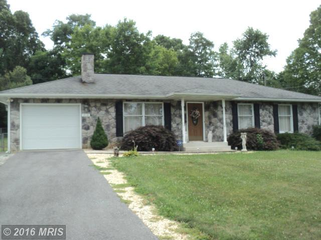 318 Packett Dr, Charles Town, WV 25414