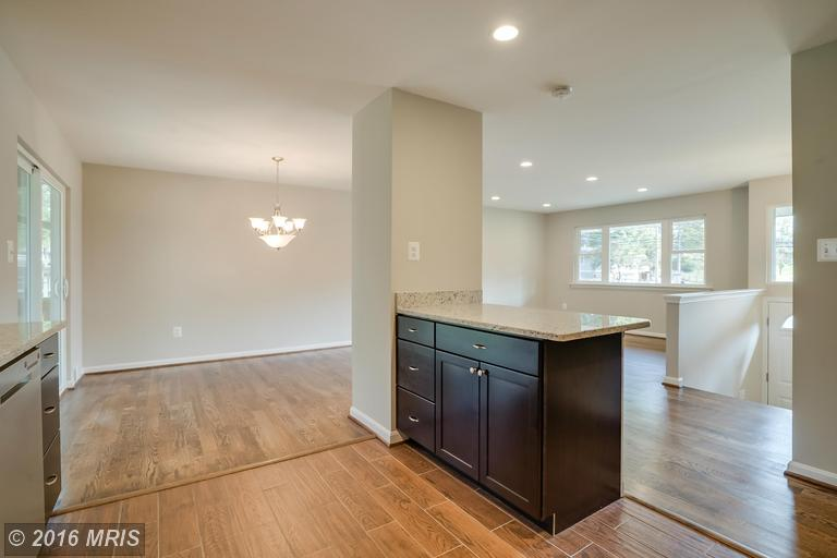 Split Foyer, Detached - ROCKVILLE, MD (photo 5)