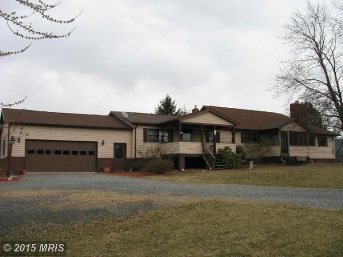512 Soper Ln, Berkeley Springs, WV 25411