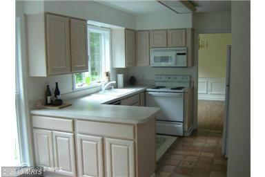 201 Deerwood Ln, Berkeley Springs, WV 25411