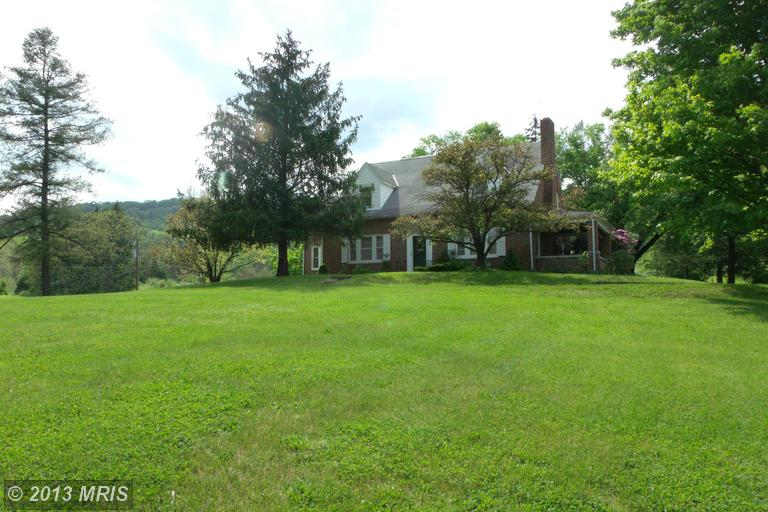 2264 Valley Rd, Berkeley Springs, WV 25411