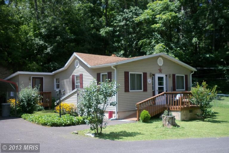 502 Greenway Dr, Berkeley Springs, WV 25411